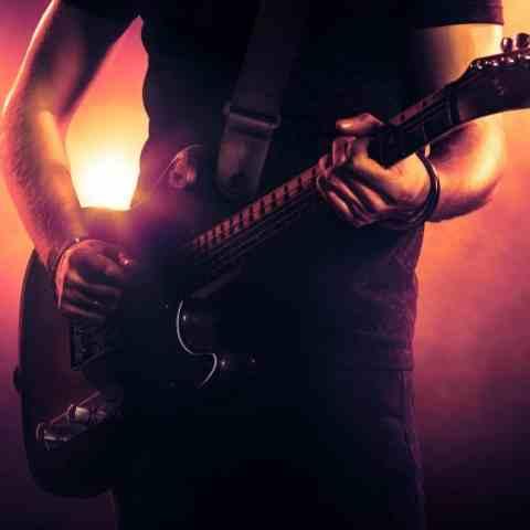 دانلود آهنگ سالی روز به روز دیوونه تر روی راک و متال و رپ